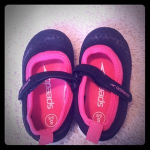 Speedo toddler black and pink water shoes.